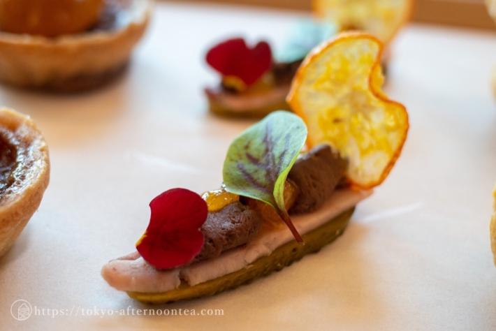 アンダーズ東京ホテル チョコレート&金柑アフタヌーンティーのカカオ風味のチーズと金柑マーマレード コルニッション ハム