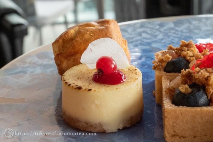 スパイスラボトーキョーのアフタヌーンティーのバニラとオリーブオイルのチーズケーキ