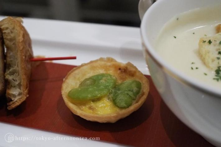 空豆と鶏そぼろのキッシュ(インターコンチネンタル東京ベイのグリーンボタニカルアフタヌーンティー)