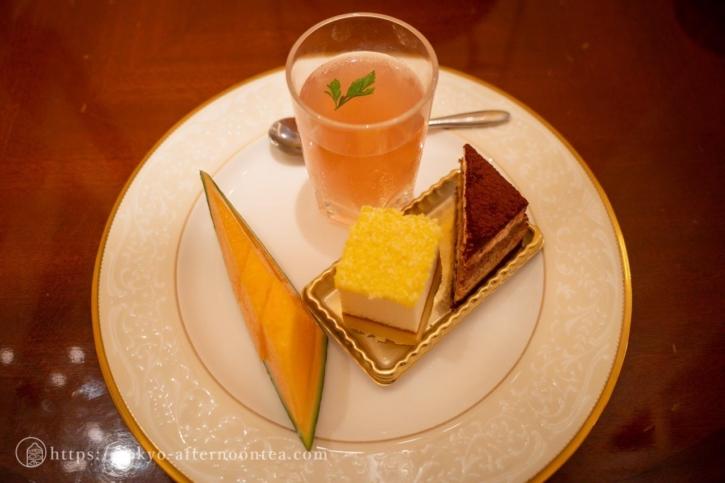 3段ケーキスタンドの上段(ロイヤルクリスタルカフェのハイティーセット)
