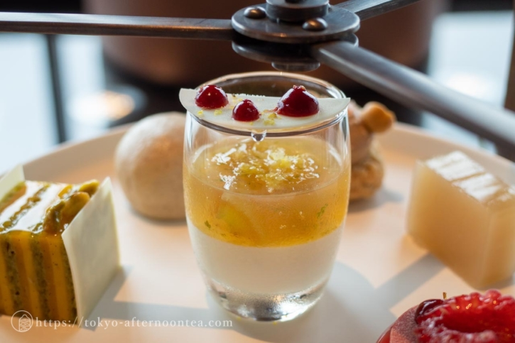 葡萄のコンポートとフロマージュブランのクリーム(フォーシーズンズ東京大手町のアフタヌーンティーセット)