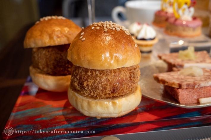 タラバ蟹のクラブケーキ(キンプトン新宿東京ホテルのアートエキシビジョンアフタヌーンティー)